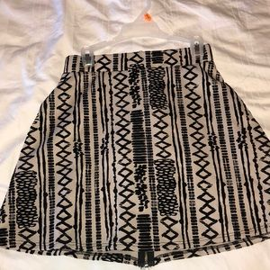 Super cute patterned skirt